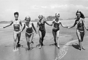 Chicas posando en California, 1956