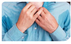 La calidad de vida de los pacientes disminuye, al punto de poder desarrollar fobia social y presentar mayor incidencia de estrés y síntomas depresivos.
